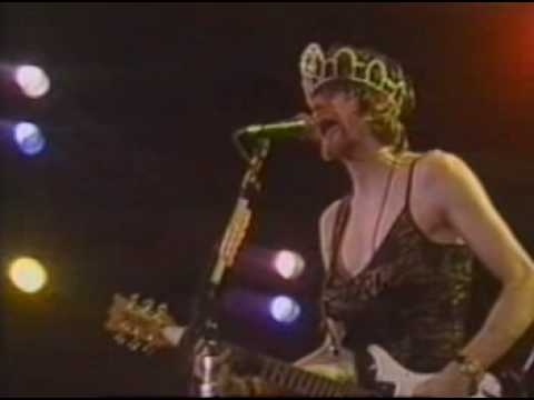 Cobain in a dress ; Screenshot from a show in Rio De Janeiro (1993)